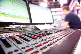 Особенно пострадают радиостанции, которые не смогут, как сейчас, использовать любые музыкальные произведения