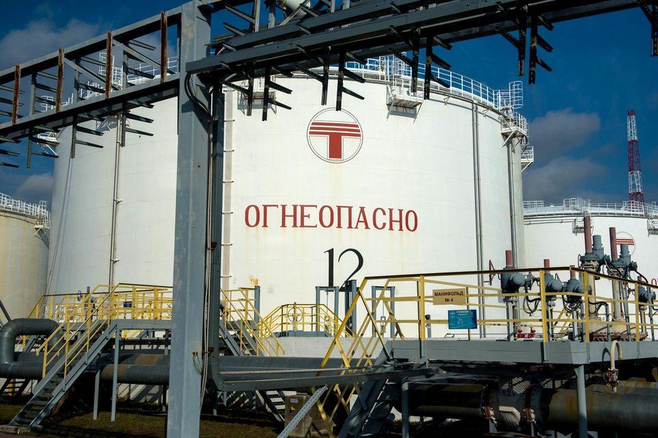 У «Транснефти» есть своя версия появления нефтепродуктов в реке — они могли попасть из дождевого коллектора «Мосводостока»