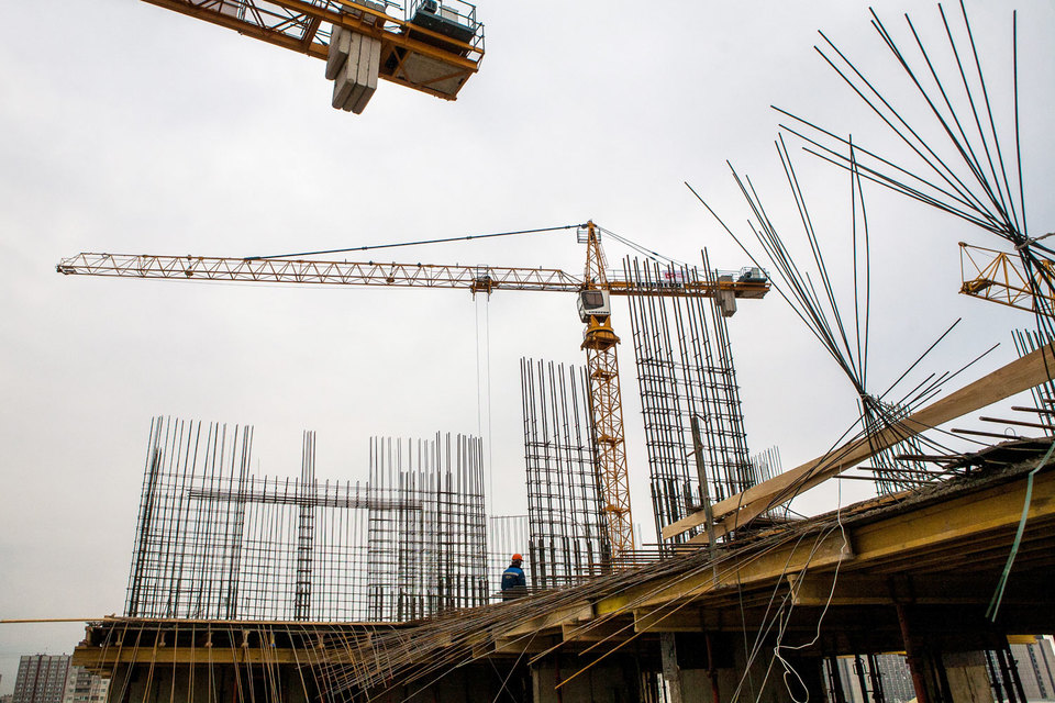 «Росстройинвест» строит пять жилых проектов, еще один проект, состоящий из двух башен высотой до 140 м «Петр Великий» и «Екатерина Великая», – в стадии проектирования