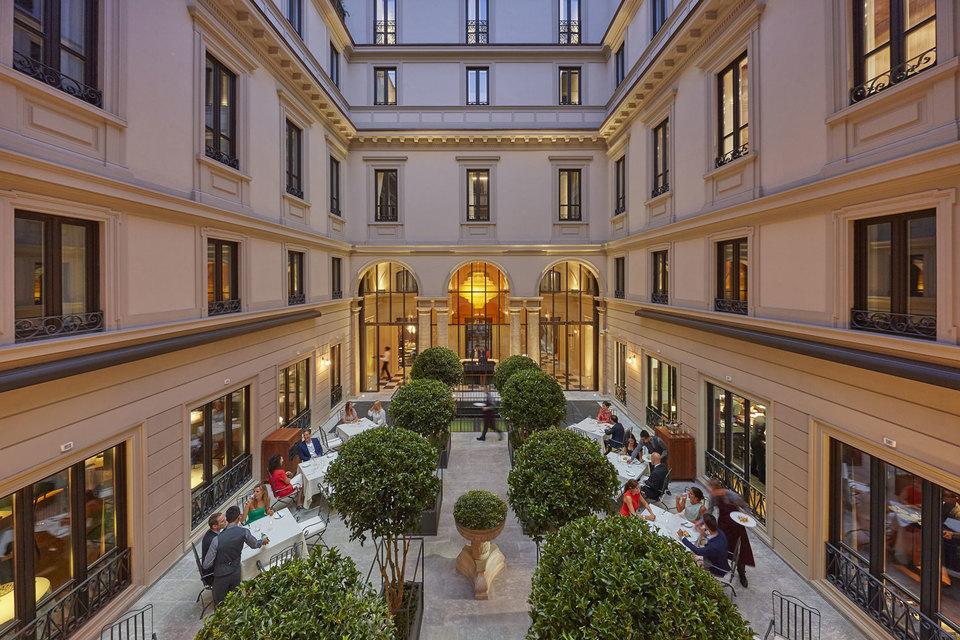 Первый миланский отель группы Mandarin Oriental расположен в шаговой доступности от театра La Scala и «квадрата моды»