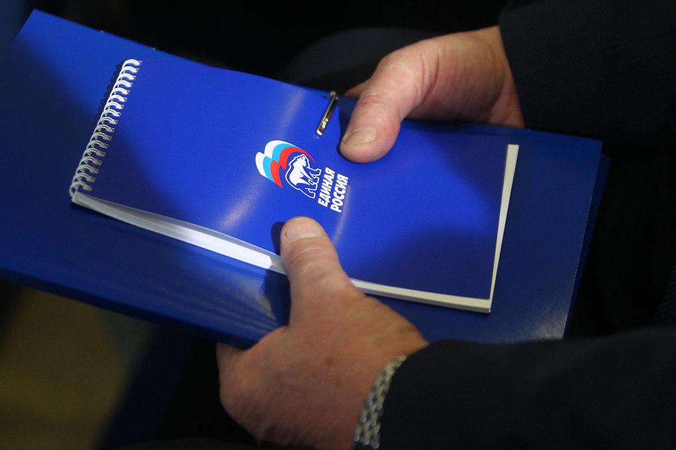 Кандидат говорит, что в региональном отделении партии казус с символикой «Единой России» объясняют технической ошибкой