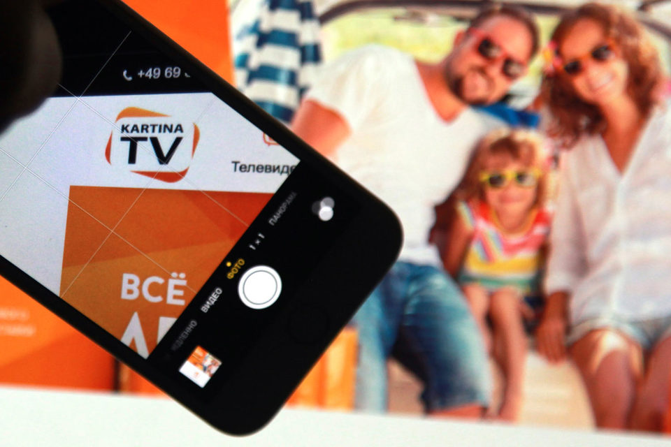 Зарабатывает Kartina.TV не только на абонентской плате, но и на рекламе – на своем сайте, в приложениях и т. д.