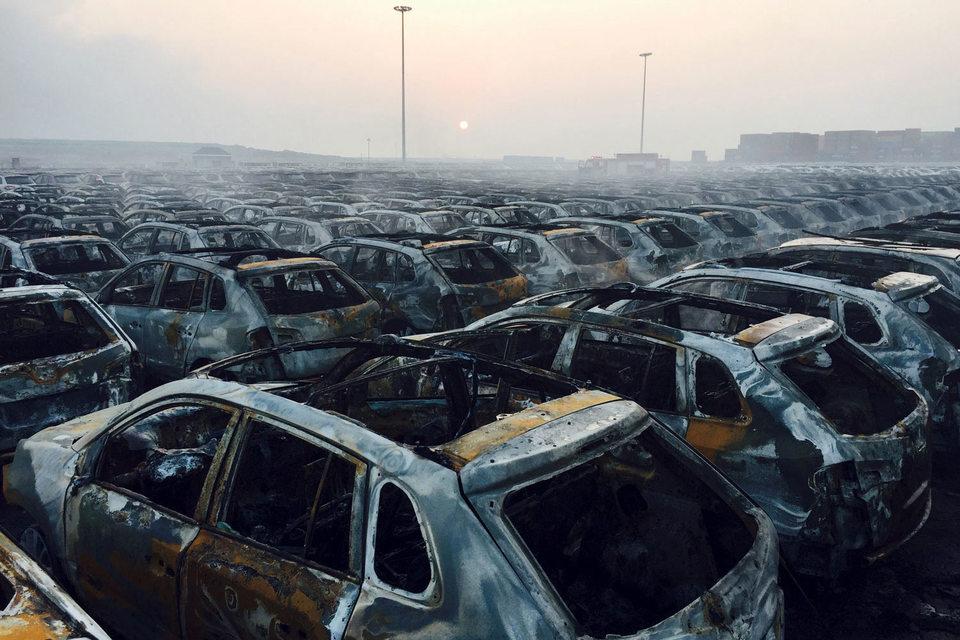 Из-за взрыва все пространство вокруг порта Тяньцзинь заблокировано