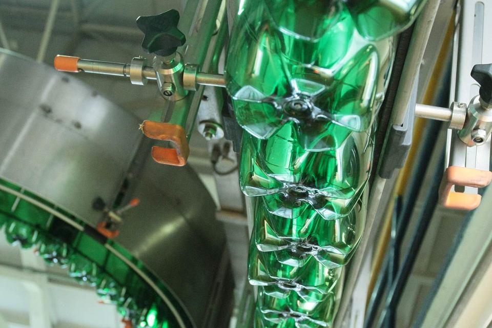 Идею снизить максимальную разрешенную емкость ПЭТ-бутылок до 0,5 л раскритиковала Федеральная антимонопольная служба
