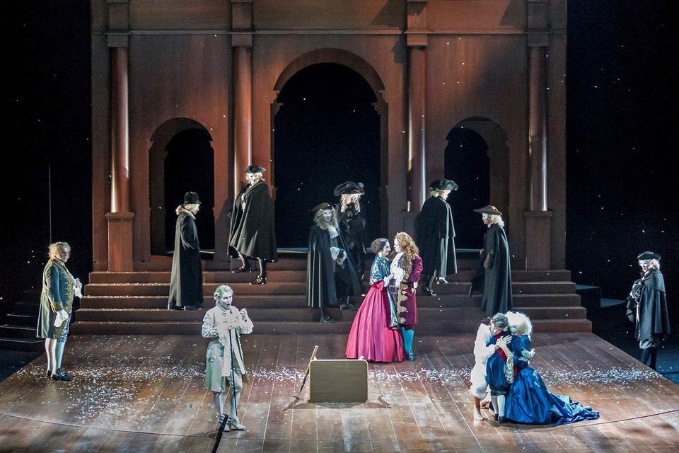 Декорации и костюмы «Германика» возвращают зрителя во времена создания этой оперы