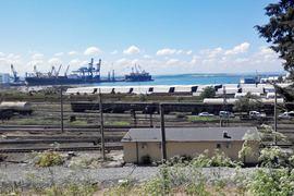 Трубы в порту Бургас на берегу Черного моря остались Болгарии от «Южного потока» – но Балканы предлагают «Газпрому» новый способ доставки газа