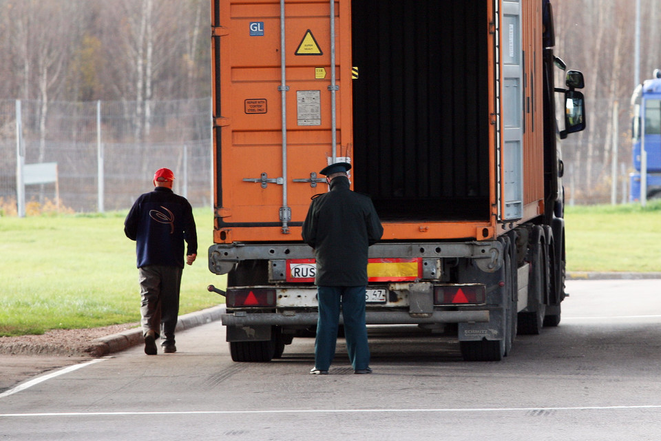ФТС разрабатывает проект постановления, который предусматривает уголовную ответственность за незаконный импорт санкционной продукции