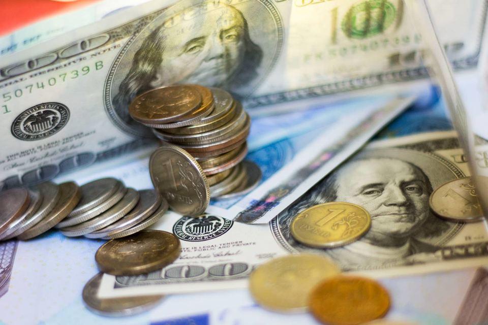 Ставки лучших вкладов в рублях в крупных банках опустились до 13,5% годовых (против 14,5% в конце июля)