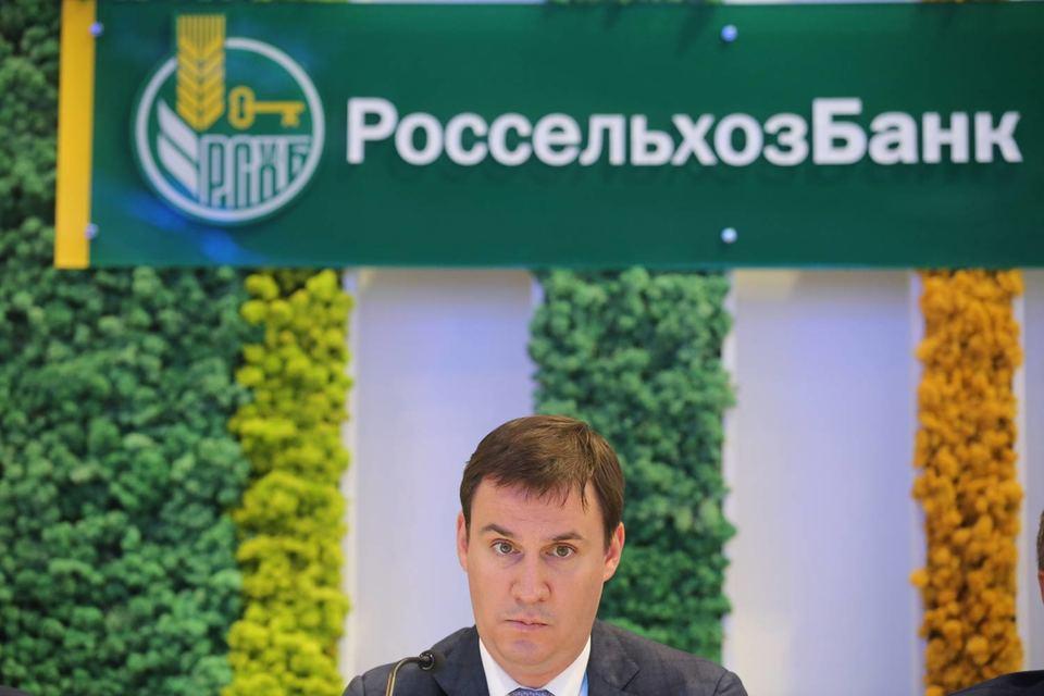 Новая стратегия банка предполагает, что на сельское хозяйство должно направляться 70% его портфеля, а 30% – на остальные отрасли, рассказывал ранее предправления РСХБ Дмитрий Патрушев