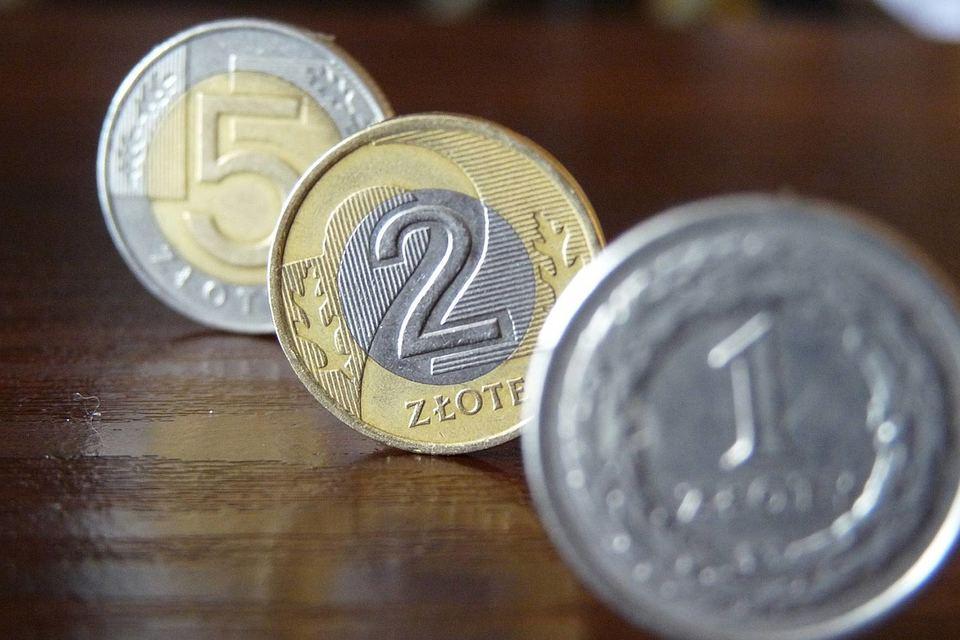 Польский злотый и венгерский форинт вчера подешевели к евро на 0,22 и 0,43%