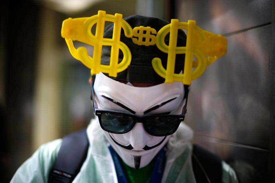Американская валюта сумела преодолеть 67-рублевый рубеж