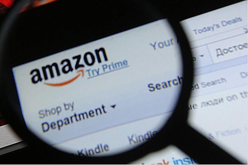 Авторы в своем письме регулятору обвиняют Amazon в том, что она регулярно блокирует или ограничивает продажи тысяч книг на своем сайте
