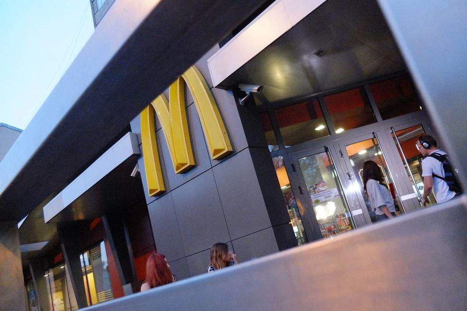 До сих пор McDonald's в России развивался сам, за исключением ресторанов на транспортных узлах