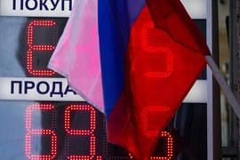 За прошлую неделю рубль подешевел на 7% в долларах