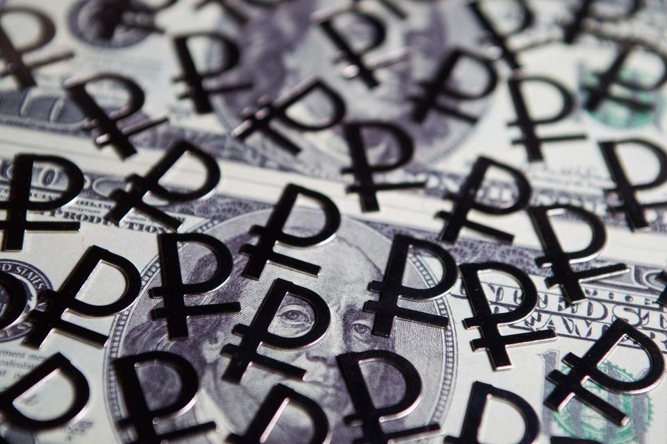 Все остальные параметры макро-прогноза - ВВП, курс рубля и инфляцию - Улюкаев пока не стал раскрывать