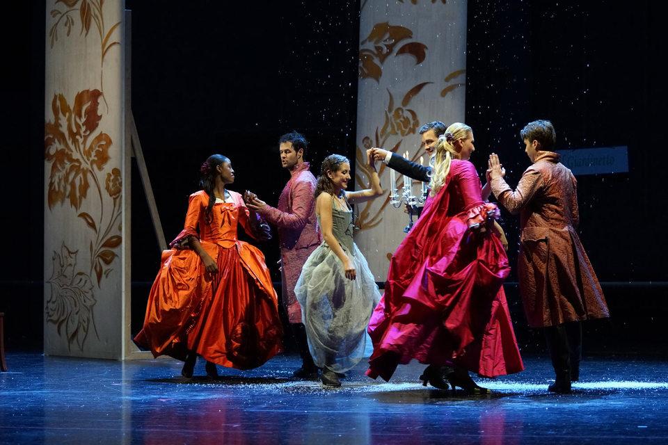 Оперу Моцарта исполняет интернациональный молодежный состав – здесь и Африка, и Новая Зеландия, и Россия