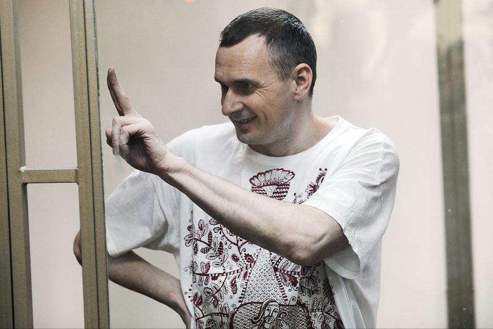 Украинский режиссер Олег Сенцов приговорен к 20 годам строгого режима за терроризм