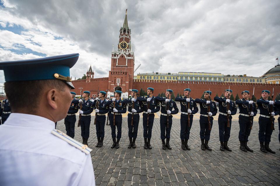 За 25 лет отношение россиян к военным стало более взвешенным