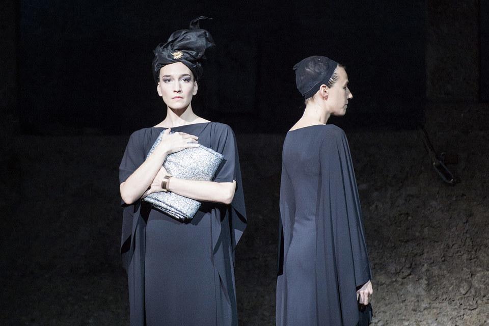Дидону (Кейт Линдсей) и Колдунью (Йоханна Вокалек) нередко трудно отличить друг от друга