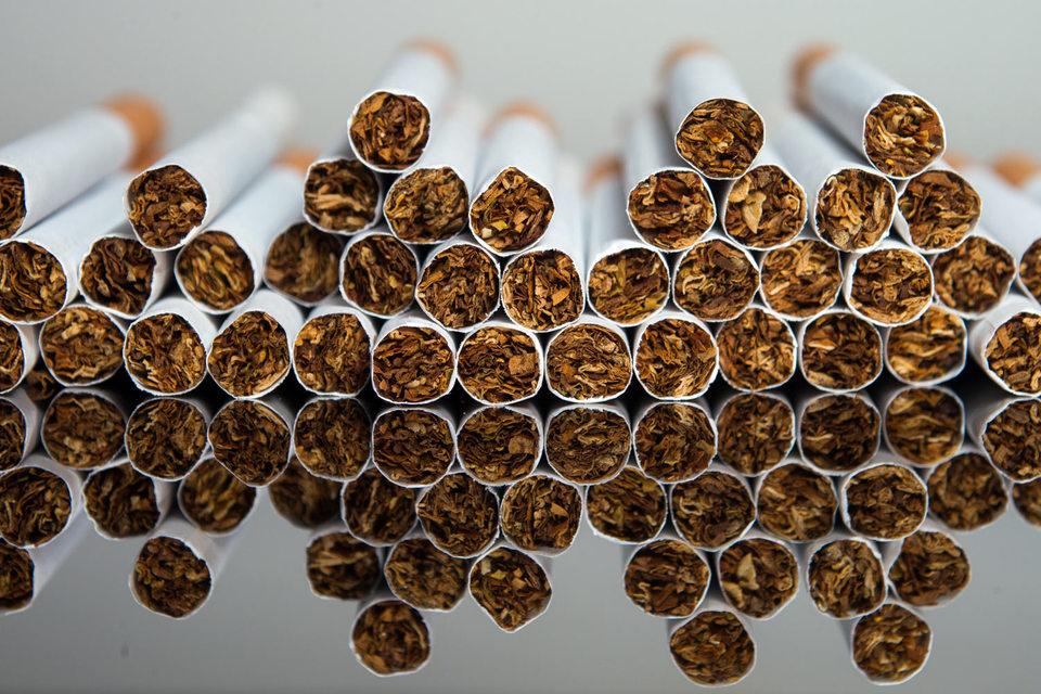 Процесс начинается с выбора производителем двух похожих по цене и вкусу марок сигарет