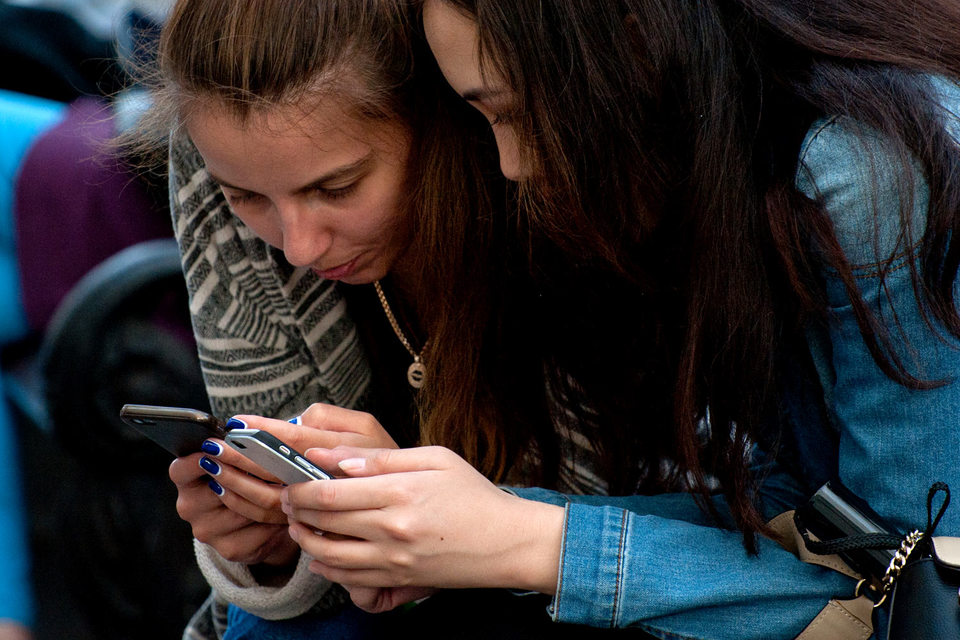 Все больше читателей средств массовой информации заходят на сайты изданий с мобильных устройств