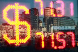Падение цен на нефть плохо отражается на курсе российской валюты