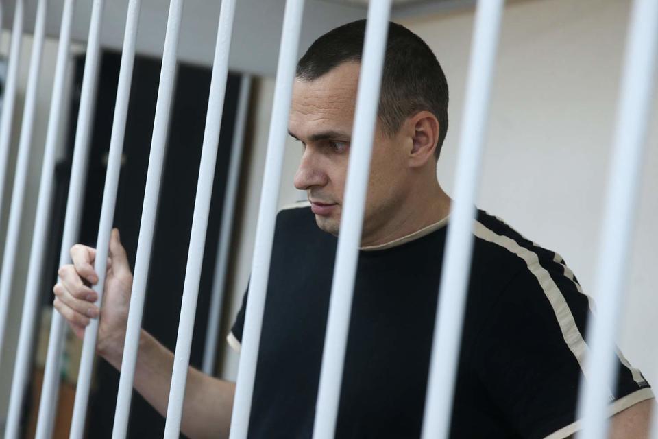 Осужденного в России «режиссера» Сенцова этапируют на Ямал