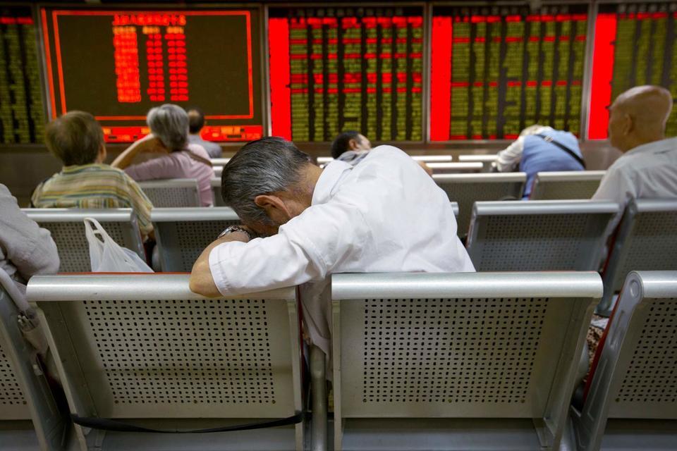 Принятыми мерами ЦБ Китая усиливает поддержку экономики в условиях замедления роста и обвала финансовых рынков