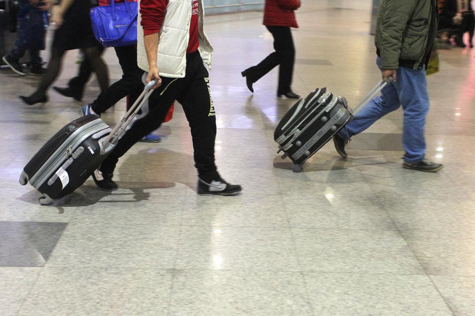 На международных рейсах до 80% операционных затрат российских авиакомпаний номинированы в евро, поэтому рост цен на билеты вслед за курсом неизбежен, говорит директор «Связной Travel» Алексей Дорош