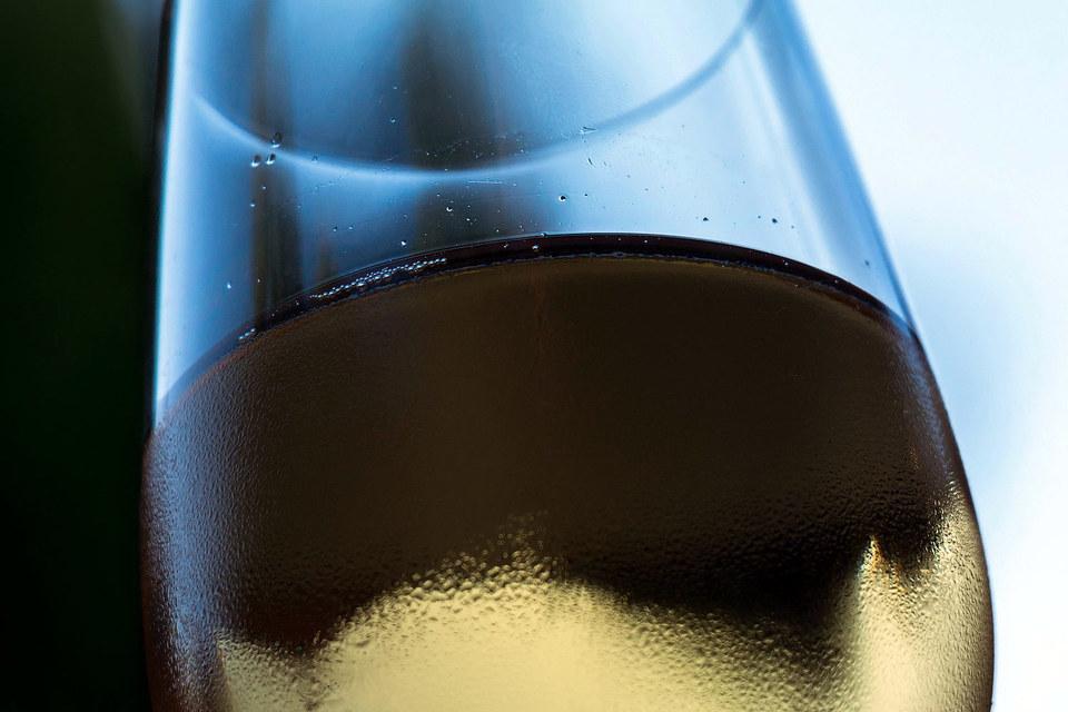 В России значительный неудовлетворенный спрос потребителей на продажу алкогольной продукции дистанционным способом