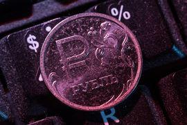 Банк России также понизил официальные курсы валют на 27 августа