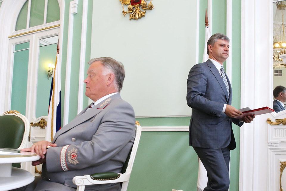 Бывший президент РЖД Владимир Якунин и новый президент РЖД Олег Белозеров
