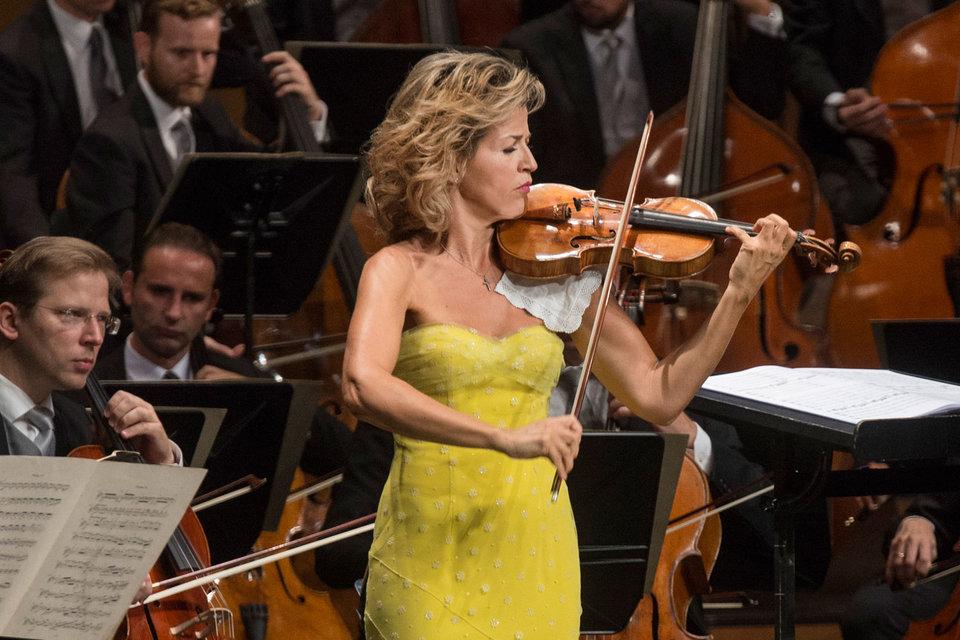Желтое платье Анне-Софи Муттер произвело больший фурор, чем Концерт Чайковского в ее исполнении