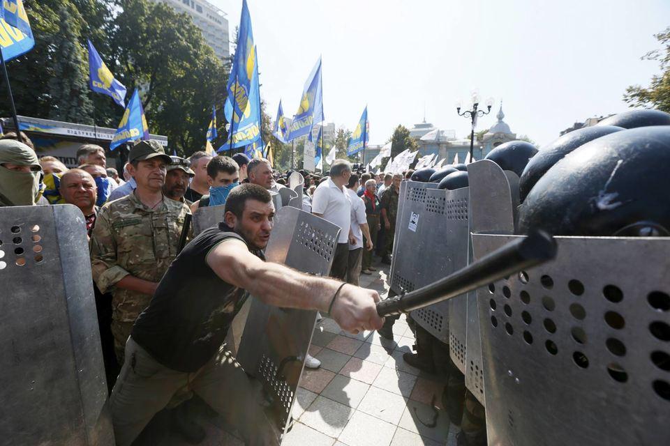 Правоохранительные органы пообещали найти и наказать всех зачинщиков беспорядков в Киеве