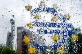 ЕЦБ выкупает облигации на 60 млрд евро в месяц. Программа должна продлиться до сентября 2016 г.