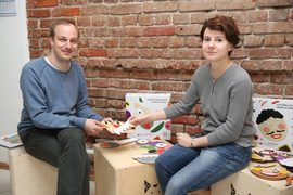 Супруги Василий Перфильев и Анастасия Щербакова придумали детские игрушки, вдохновившись четкими линиями и чистыми цветами авангарда 1920-х гг.