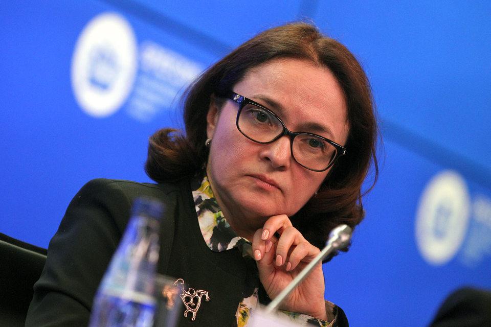 Эльвира Набиуллина приглядит за тем, как пенсионные деньги закапываются в землю