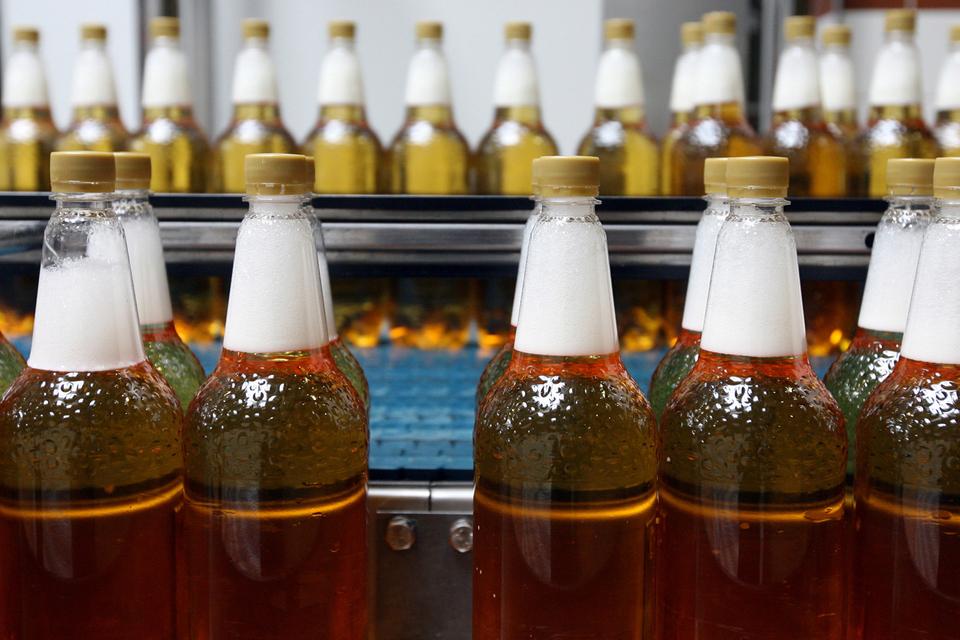 Все профильные министерства и ведомства, кроме Росалкогольрегулирования, не против розлива пива  в пластиковые бутылки емкостью 1,5 л