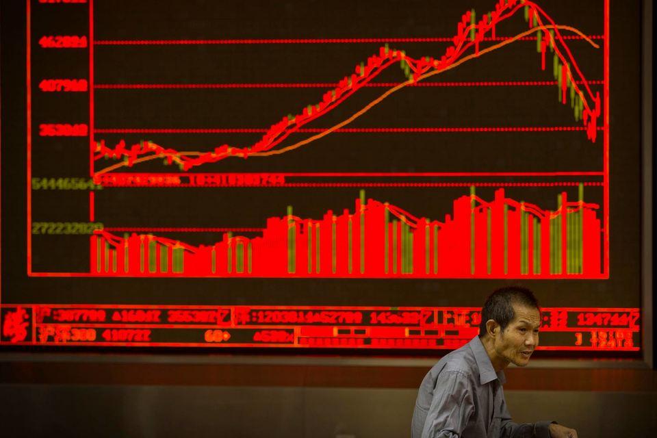 Помимо трудной ситуации на рынке у китайских управляющих есть сейчас еще один повод для волнения