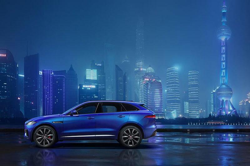 F-Pace станет третьей моделью Jaguar, построенной на новой облегченной алюминиевой платформе JLR, которая используется в седанах XE и XF