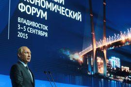 Как сообщил накануне пресс-секретарь Путина Дмитрий Песков, президент, выступая на форуме, сконцентрируется на анализе состояния российской экономики и инвестиционной привлекательности российского Дальнего Востока
