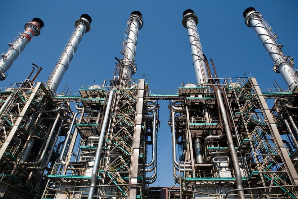 В конце июля Новак уже говорил, что из-за риска дефицита нефтепродуктов Минэнерго предлагает сохранить обороты «Евро-4»