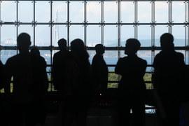 Участники получали бейджи в аэропорту Владивостока, пресса – на о. Русский