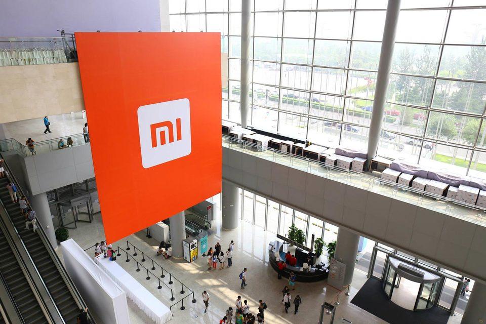 Помимо онлайн-розницы Xiaomi планирует освоить офлайн-торговлю в России, рассказали «Ведомостям» сотрудники нескольких дистрибуторов и ритейлеров