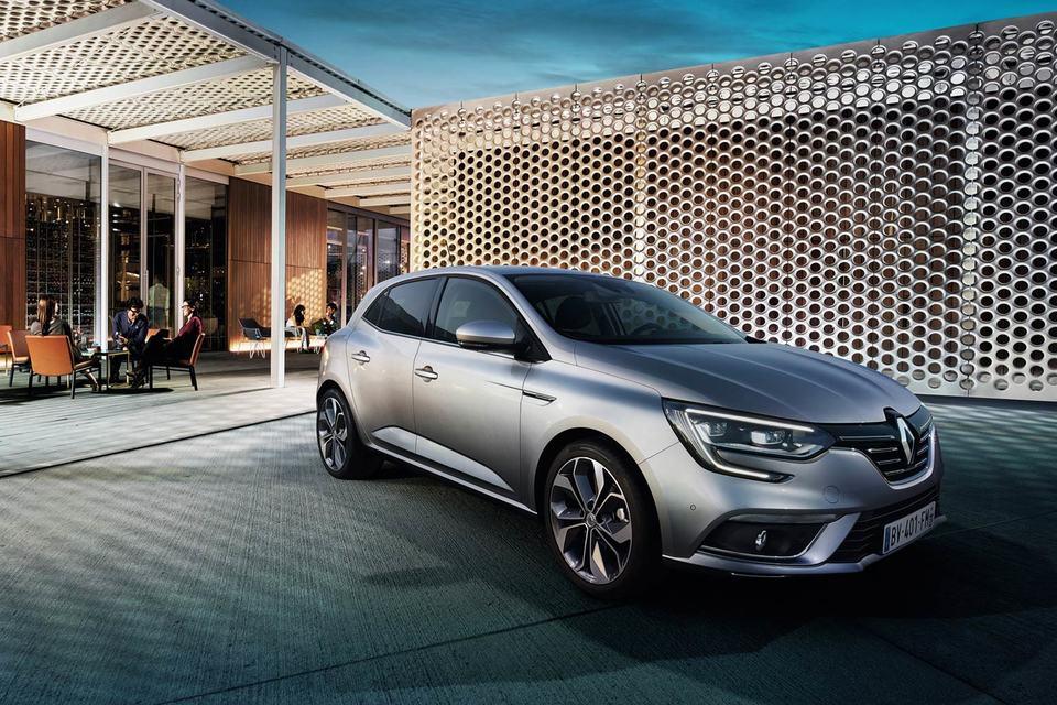 Дизайн хетчбэка развивает стиль моделей текущей линейки французской компании — Clio, Captur, Espace и нового седана Talisman