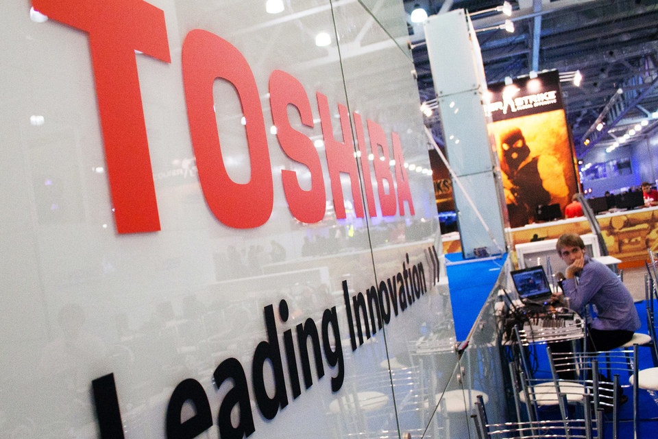 Toshiba приписала себе  $2 млрд лишней прибыли