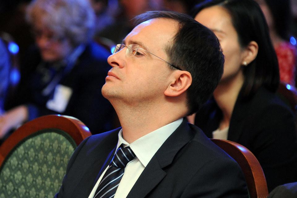 Владимир Мединский пока не убедил других чиновников в необходимости ограничивать фильмы в прокате