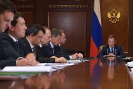 «Сверстать необходимо реалистичный бюджет на следующий год, как мы и договаривались, повысить максимально эффективность бюджетных расходов», – сказал Медведев