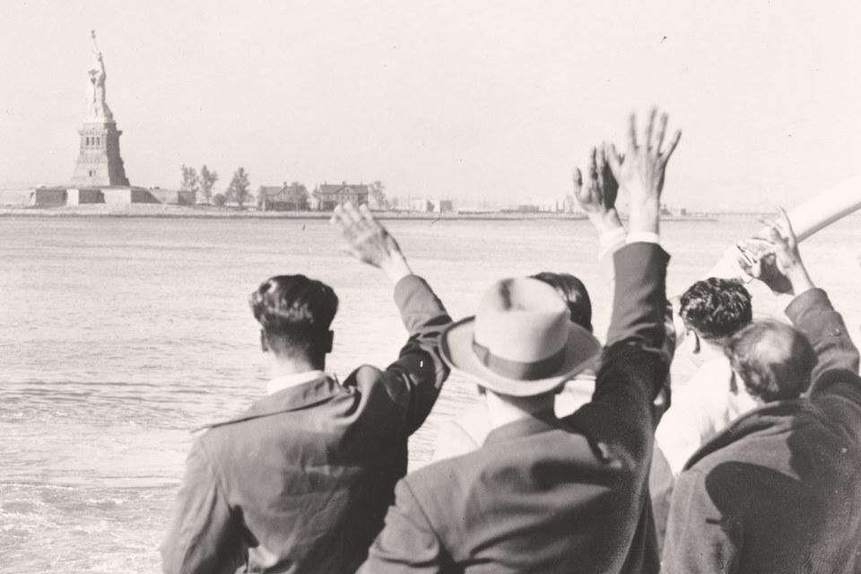 Жесткие квоты на иммигрантов начиная с 1930-х гг. постепенно закрывали вход в Америку