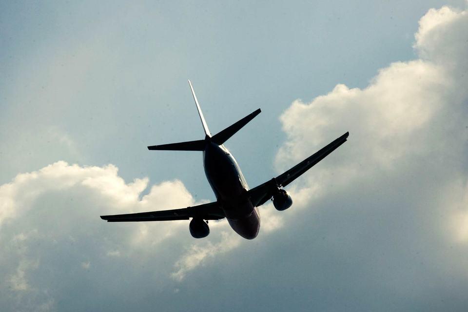 В субботу посольство США обратилось к служебному правительству Греции с просьбой запретить пролет российских самолетов в FIR Athens